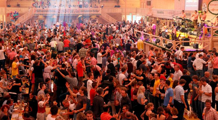 Cannstatter_Volksfest_Zeltstimmung_quer_Foto_Thomas_Niedermueller